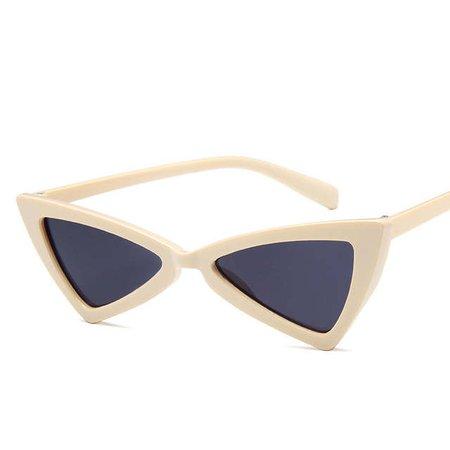 https://ae01.alicdn.com/kf/HTB1RRzmAyCYBuNkHFCcq6AHtVXag/LATASHA-cute-sexy-retro-cateye-sunglasses-women-small-black-white-triangle-vintage-cheap-red-sun-glasses.jpg_640x640q70.jpg