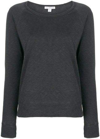 longsleeved sweatshirt
