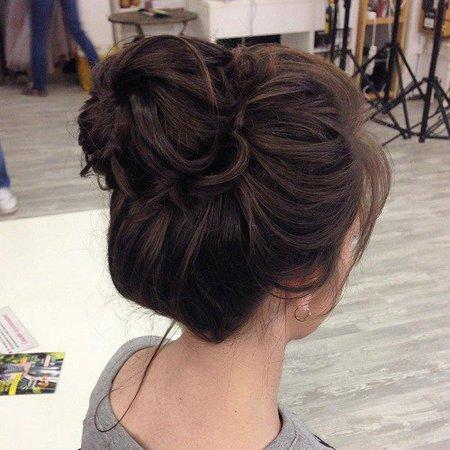 brunette messy bun