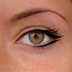 Eye liner simple