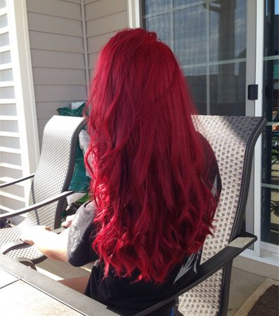 Bright-red-long-wavy-hairstyle-amazing-red-hair-color.jpg (600×680)