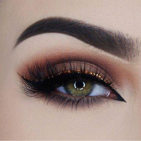Nude Eye Makeup & Orange Glitter Eyeliner
