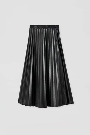 Pleated faux leather black skirt
