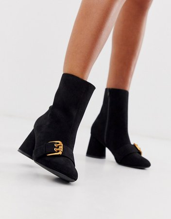 ASOS DESIGN Raindrop loafer boots in black €33.49