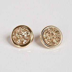 Gold stud earings