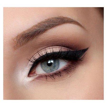 eye makeup with eyeliner