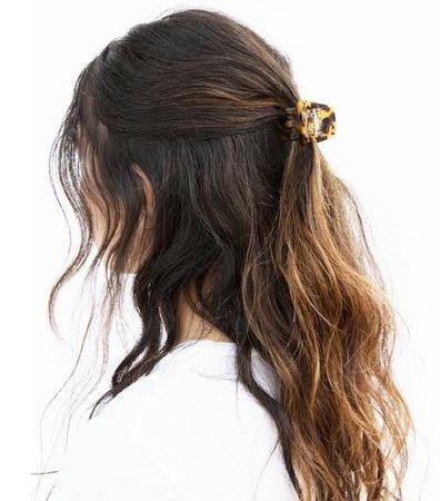 hair claw clip half up half down
