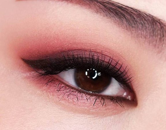 korean pink eye makeup