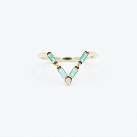 ARROW OF LOVE EMERALD DOT RING – Bayou with Love
