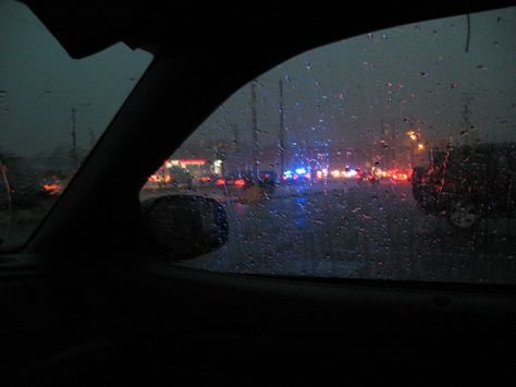 rainy car ride aesthetic