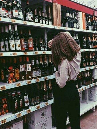 Foto vinho mercado tumblr aesthetic instagram fotografia Pic wine grocery store wallmart tumblr aesthetic instagram photography @MoonishBi… | куа шжщпд | Pinte…