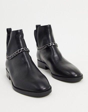 Stradivarius chelsea boot with chain in black | ASOS