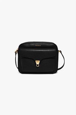 COCCINELLE | Coccinelle γυναικεία τσάντα crossbody με flap θήκη και μεταλλικό κούμπωμα ''Beat Soft Medium'' Μαυρο | notos