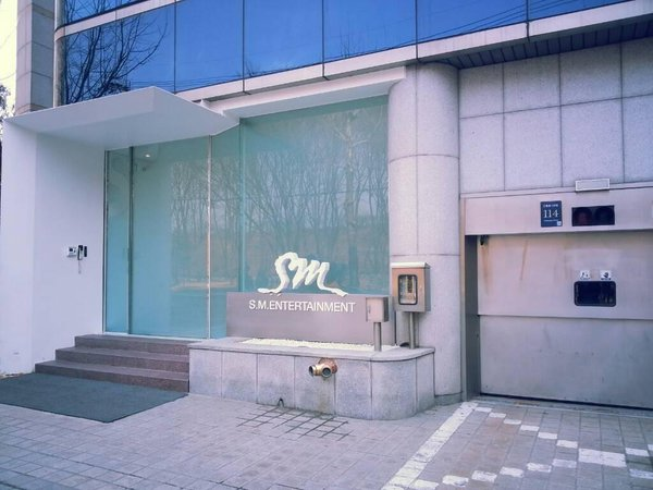 SM ENTERTAINMENT BUILDING.JPG