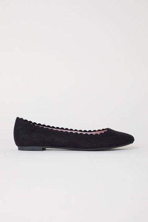 Scallop-edged Ballet Flats - Black