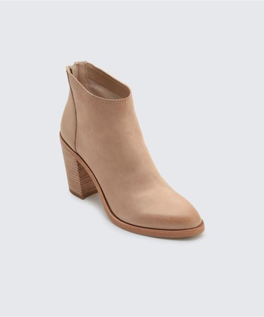 STEVIE BOOTIES IN SAND – Dolce Vita