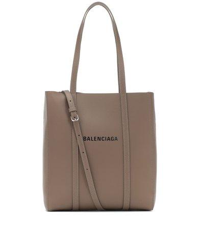Balenciaga - Tote Everyday XS de piel | Mytheresa