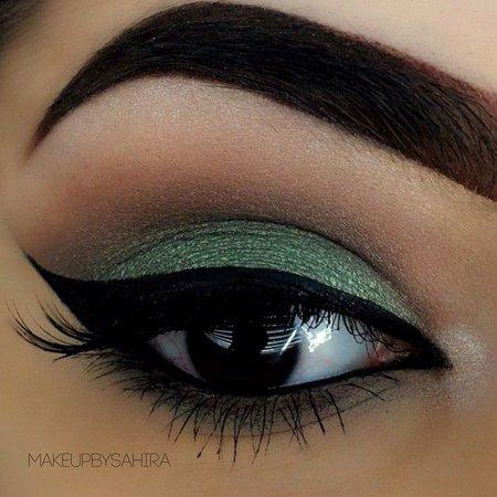 14fb72a537640dd5cbea05ef6fc2afb3--green-eyeliner-green-eyes-makeup.jpg (640×640)