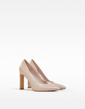 High-heel shoes with V vamp - Woman | Bershka