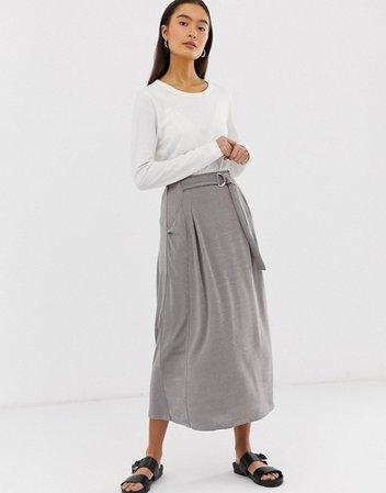 Falda midi cruzada de punto con anilla en D y bolsillos de ASOS DESIGN | ASOS