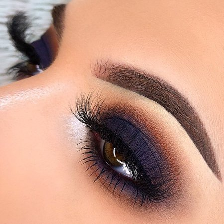Danielle Athena sur Instagram: ✨Classic Dark Smokey Eye✨ • 🖤FOLLOW @bydanielleathena for more makeup looks🖤 _____________ - @deckofscarlet Oracle Palette -…