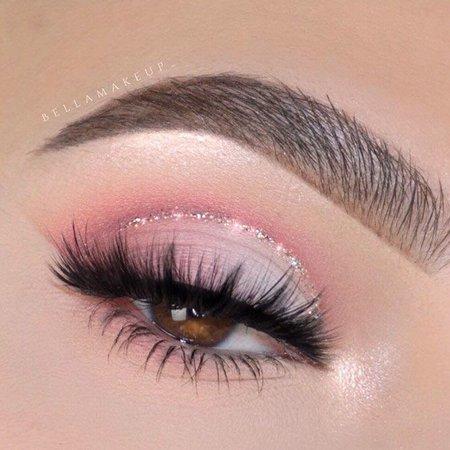 Pink Eye Make Up Look