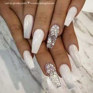 Pinterest - Amazing White, Fairy Dust and Snowflakes on Coffin Nails for Christmas Celebration! | nails