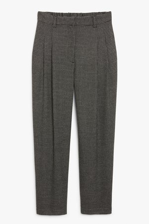 Straight leg trousers - Black and grey houndstooth - Trousers - Monki WW