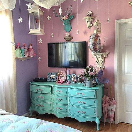 pastel grunge room