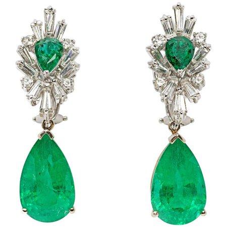 Pair of Emerald Gemstone Diamond Gold Dangle Earrings For Sale at 1stDibs