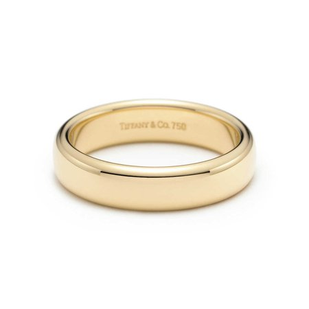 Tiffany Classic™ wedding band ring in 18k gold, 4.5 mm wide. | Tiffany & Co.