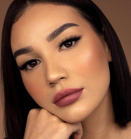 JEANNINE sur Instagram: my go to look, simple smoked wing 🔥 What's your go to glam? (I still have my septum piercing, I forgot to flip it out)…