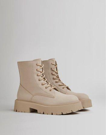 Lace-up flat ankle boots - Woman | Bershka