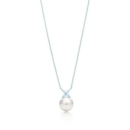 tiffany-victoriapearl-and-diamond-pendant-31177197_941266_ED.jpg (1308×1308)
