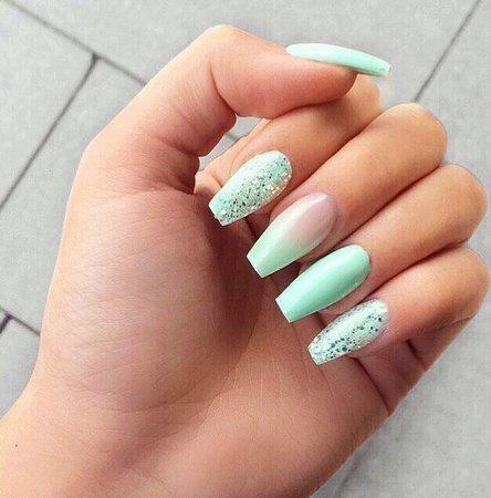 mint blue nails 💙