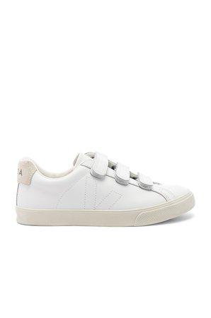 3 Lock Sneaker