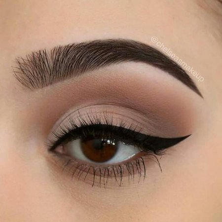 Light Brown/Natural Eye Makeup w/ Black Eyeliner
