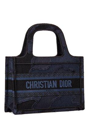 Женская синяя сумка dior book tote DIOR — купить за 198000 руб. в интернет-магазине ЦУМ, арт. S5475ZWAHM928