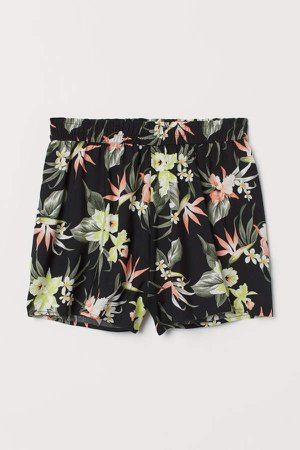 Wide-cut Shorts - Black