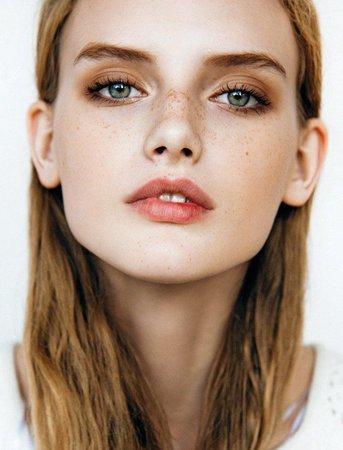 Full Face Dull Orange Autumn Makeup