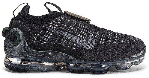 Warp Flyknit Sneaker
