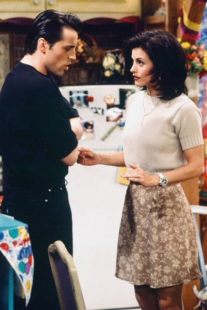 10 Monica Geller outfits that you can re-create