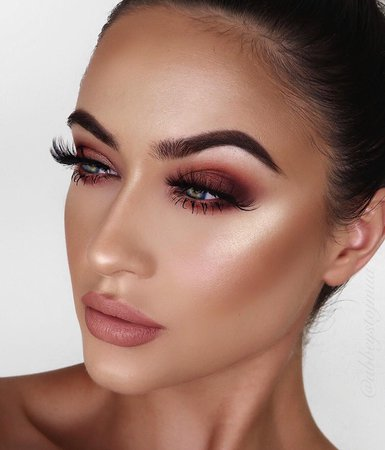 ABBEY STOJANOVIC sur Instagram: Do love a warm smoky eye! I used the hot fire eyeshadow by @sosu_bysuzannejackson for the eyes in the shades naked, spark, ignite, embers,…