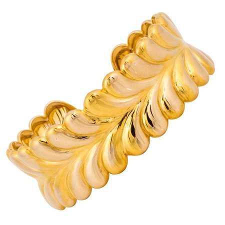 Tiffany and Co. Yellow Gold Cuff Bracelet For Sale at 1stDibs
