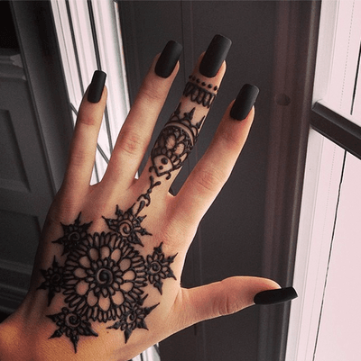 • beauty fashion black luxury rich tattoo nails expensive classy henna black nails acrylic fake nails acrylic nails square nails black acrylic nails matte black nails sad-n-trendy •