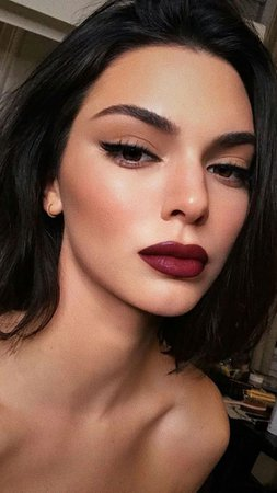 berry red lip winged eyeliner makeup look kendall jenner