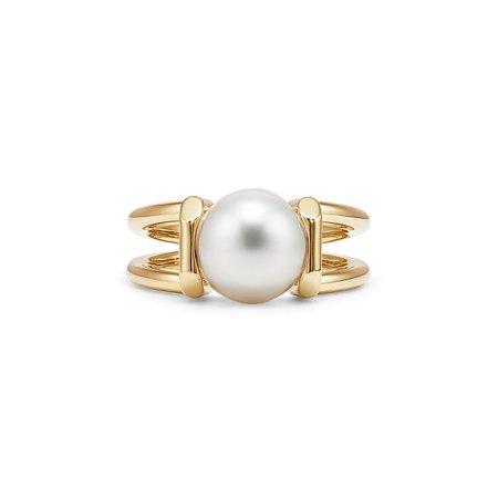Tiffany HardWear South Sea pearl ring in 18k gold. | Tiffany & Co.