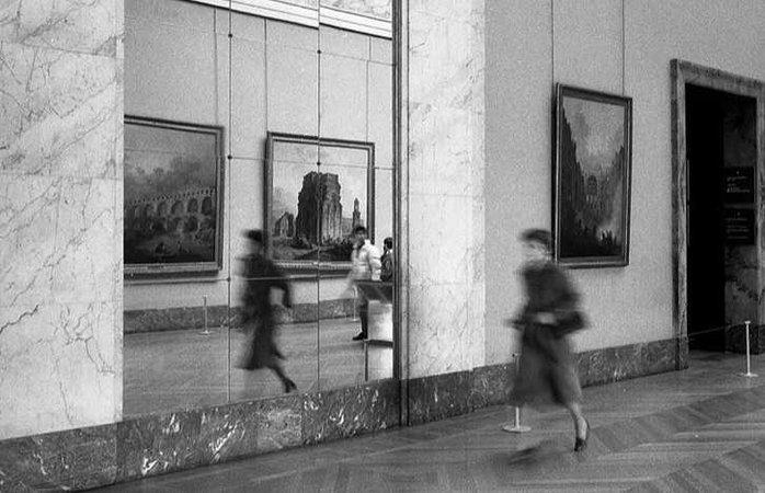 Louve, Paris, 1982