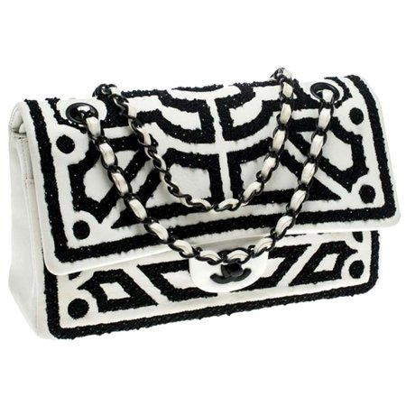 Chanel Vintage Classic Flap White and Black Lambskin Leather Shoulder Bag For Sale at 1stDibs
