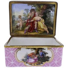 Antique 18th Century Mennecy Figural Mouse Snuff or Patch Box For Sale at 1stdibs